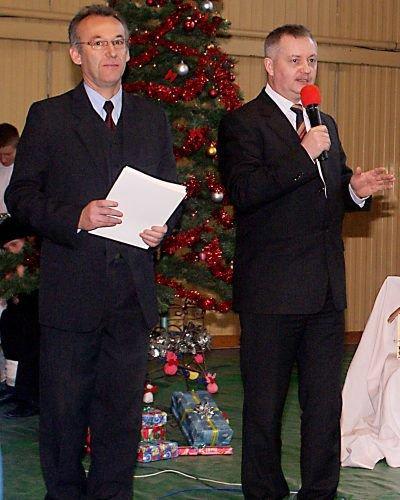Od lewej: Wiesław Stefanik, dyrektor ZSHiU, oraz Dariusz Kwaśniewski, członek Zarządu Powiatu Bolesławieckiego