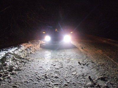 Droga z Bolesławca do Lwówka jest oblodzona i zaśnieżona