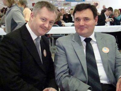 Od lewej: członek Zarządu Powiatu Dariusz Kwaśniewski i burmistrz Nowogrodźca Robert Relich