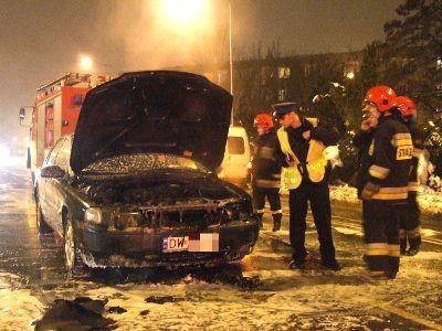 Auto zapaliło się na ulicy Asnyka