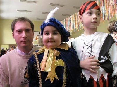 Po lewej: Przemysław Tyndyra, w środku: Oskar Ćwilichowski
