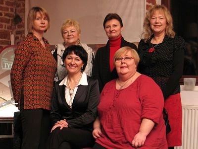 Od lewej stoją: Anna Bober-Tubaj, Danuta Maślicka, Halina Majewska, Józefina Witas. Siedzą: Ewa Lijewska-Małachowska i Ewa Ołenicz-Bernacka