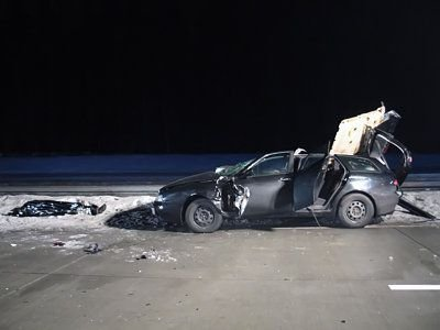 Jeden z pasażerów auta zginął na miejscu