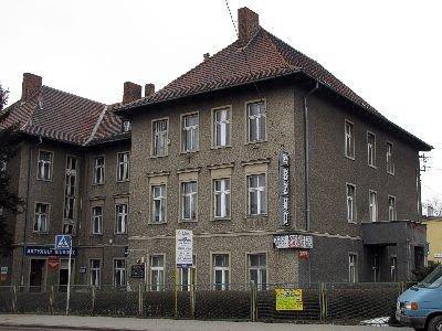W tym budynku (ul. Kościuszki 8) mieści się biuro poselskie Piotra Borysa