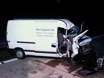 W wypadku ranne zostały dwie osoby z busa