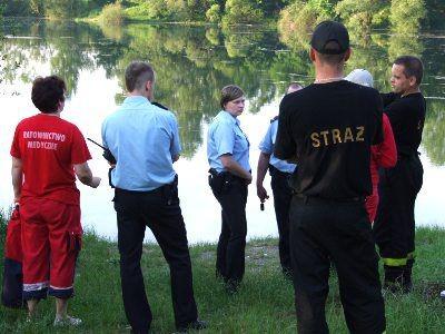 Nad bolesławiecką żwirownię przyjechali ratownicy medyczni, policja i stażacy