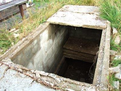 Chłopiec wpadł do pustego grobowca