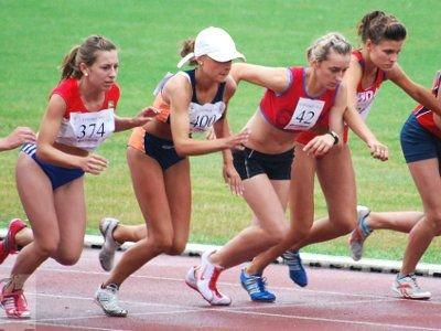 Paulina Olszowy (druga od lewej)  w biegu na 2000 m uplasowała się na 21 miejscu