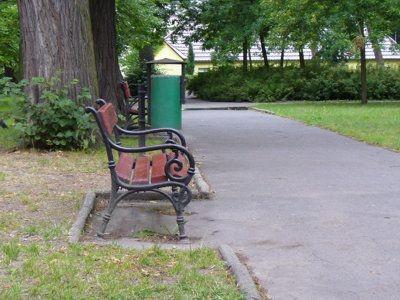 Część ławek w parku Waryńskiego została wymieniona