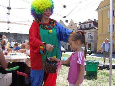 Sympatyczny klaun umilał dzieciom czas