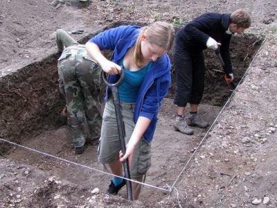Studenci archeologii przy pracy