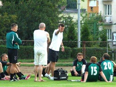 Trener Marcin Ciliński wciąż testuje nowych zawodników, którzy mają wzmocnić BKS