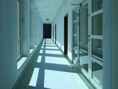 """W galerii łączącej budynek z kinem """"Forum"""" umieszczono pokoje dyrekcji, pokoje instruktorów i pokoje socjalne personelu"""