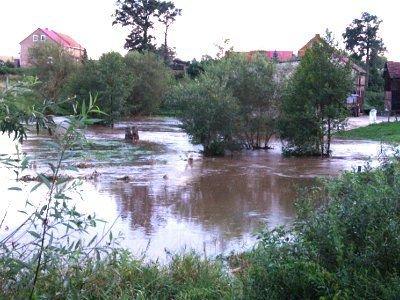 Woda w Iwnicy wezbrała po intensywnych opadach deszczu