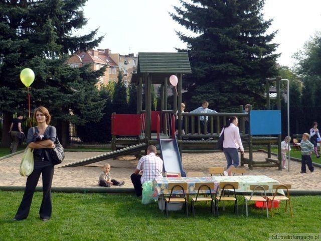 Plac zabaw przy Miejskim Przedszkolu Publicznym nr 7 (zdjęcie zostało wykonane podczas ubiegłorocznego festynu)