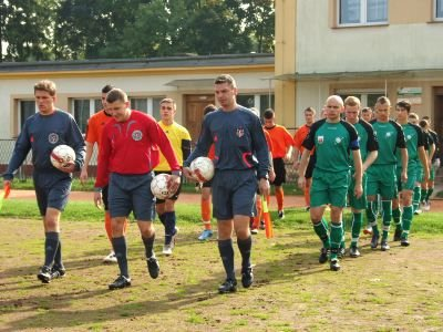 Mecz prowadziła trójka arbitrów z Wałbrzycha