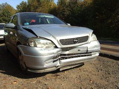 Kierowca Opla omijał tira i zjechał na przeciwny pas ruchu