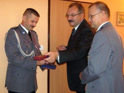 Jacek Bandyk, Cezary Przybylski i Grzegorz Chirowski, szef bolesławieckiej policji