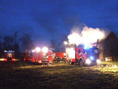 W akcji gaśniczej bierze udział 8 zastępów straży pożarnej
