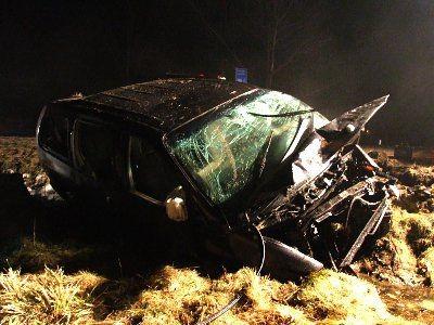 Dwóch mężczyzn jadących Chryslerem trafiło do szpitala