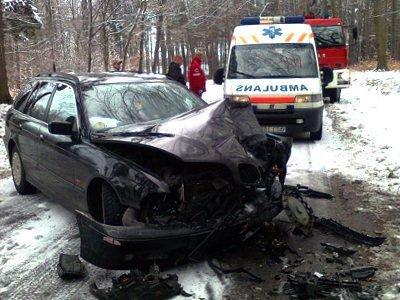 BMW zderzyło się czołowo z Volkswagenem Passatem