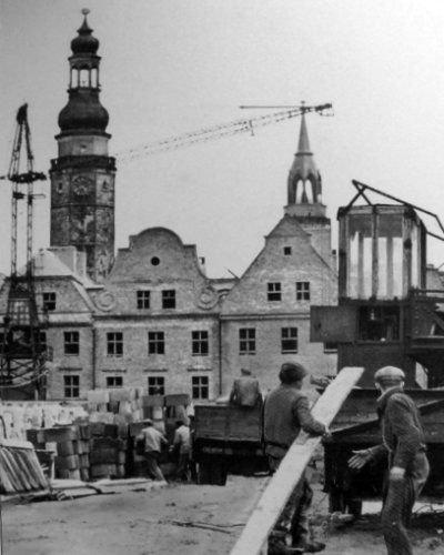 Odbudowa zachodniej pierzei Rynku