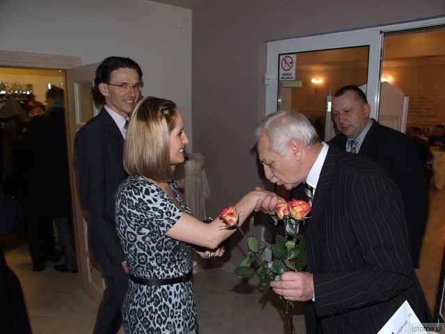 Gości sobotniego balu witali członkowie zarządu BKS Bobrzanie