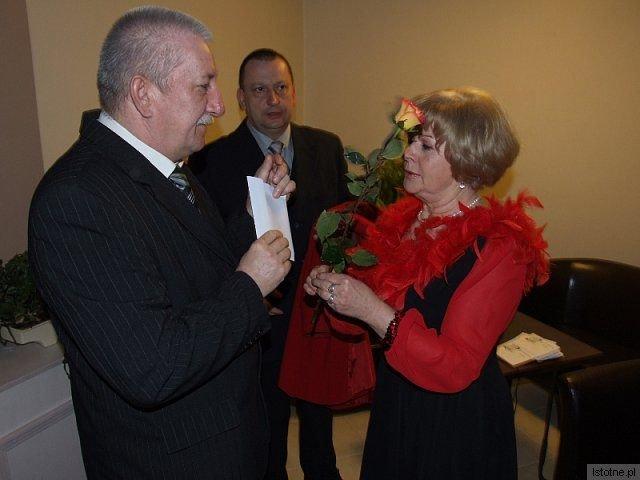 Gości sobotniego balu witali członkowie zarządu BKS Bobrzanie z-index: 0