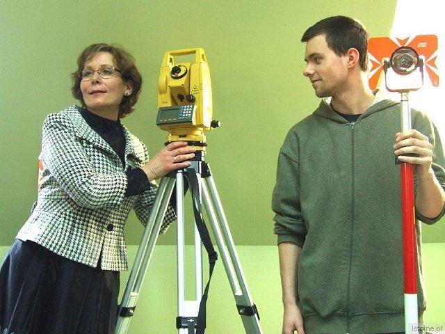 O urządzeniach geodezyjnych opowiadała Anna Kisiliczyk - nauczycielka z ZSB