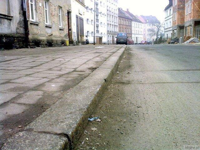 Piasek na ulicy Gdańskiej leży od zeszłego roku