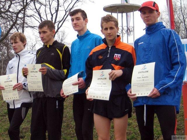 Drugi z prawej: Bartosz Wróbel