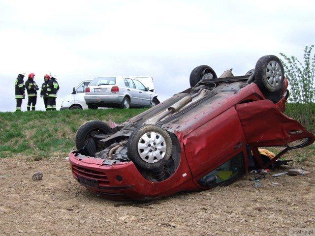 Do szpitala trafiły dwie osoby jadące samochodem nauki jazdy