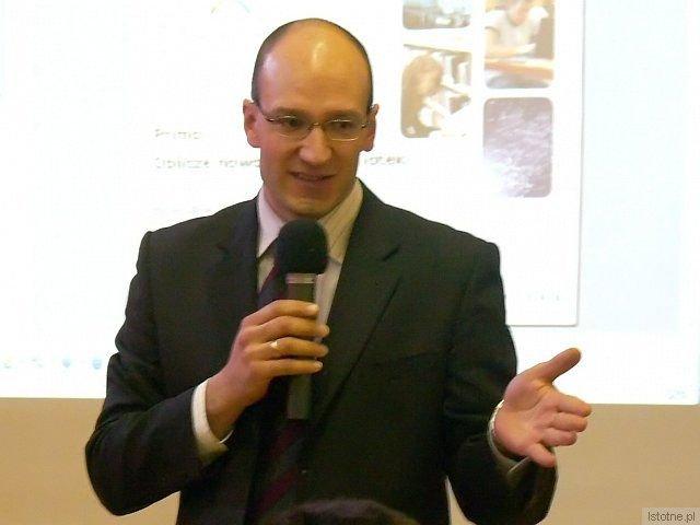 Maciej Dziubecki, prezes Aleph Polska, mówił o systemie Primo i gratulował wdrażania w powiecie nowoczesnych systemów informatycznych