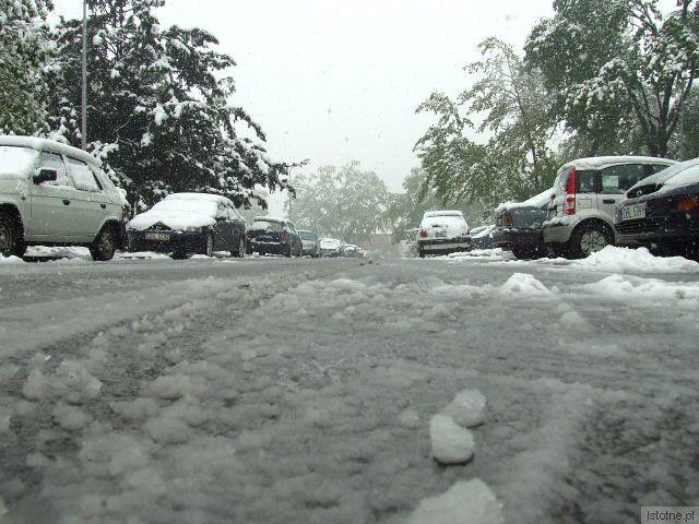 Na drogach zalega warstwa mokrego śniegu