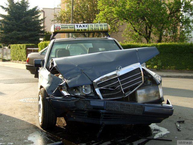 Kierowca Mercedesa jechał ul. Staszica