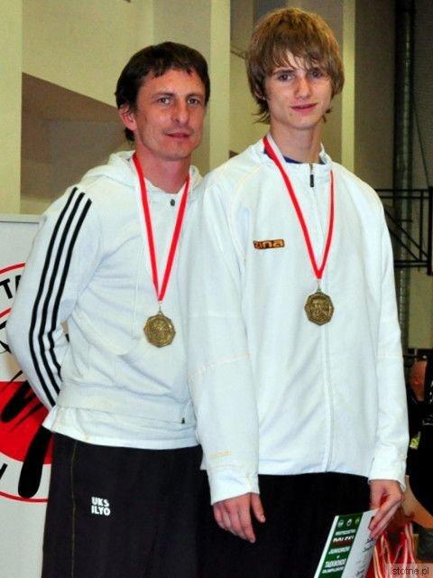 Mariusz Sulma, szef i trener UKS Ilyo, oraz Kamil Serafin