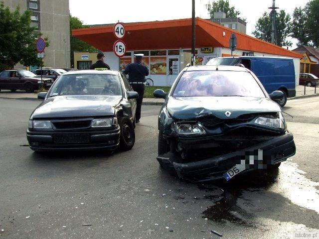 W wyniku zderzenia ranna została pasażerka Opla