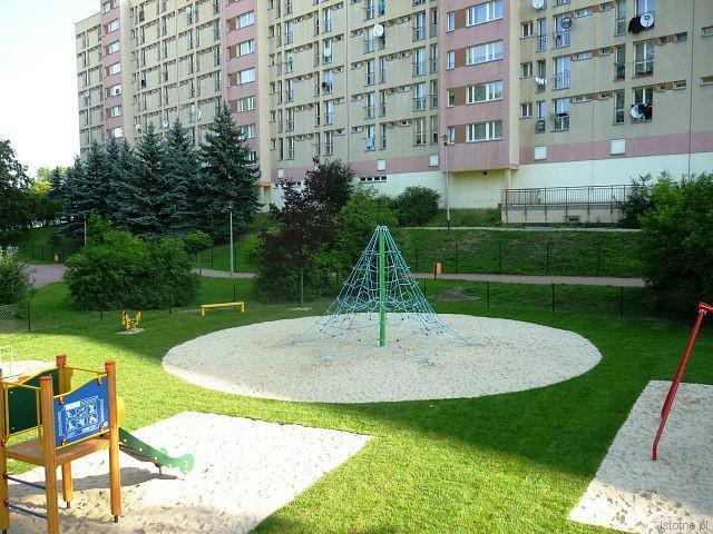 Strefa zabaw dla dzieci do 6 lat przy placu na ul. Łukasiewicza