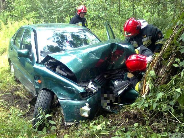Dwie osoby z Volkswagena zostały przewiezione do szpitala