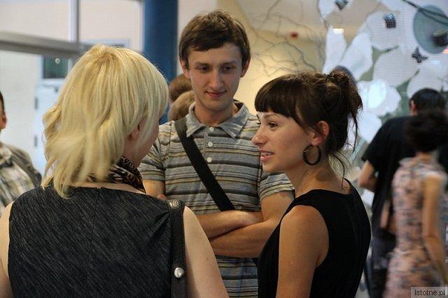 Karina Marusińskia (po prawej) na wernisażu swojej wystawy