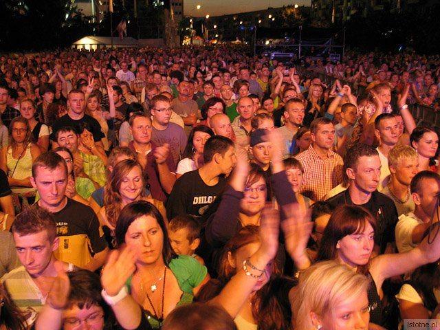 Publiczność na koncercie zespołu Sumptuastic z-index: 0
