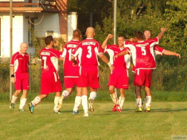 Piłkarze Leśnika Osiecznica pokonali u siebie BKS Bobrzanie 3:0