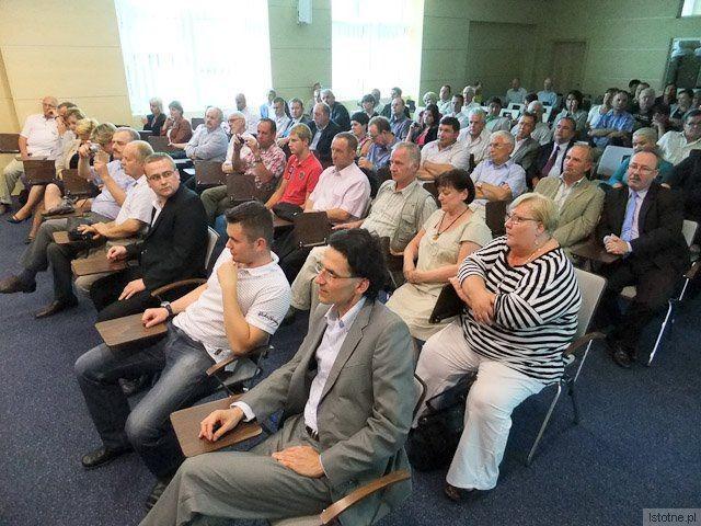 Ludzie na spotkaniu z Grzegorzem Schetyną