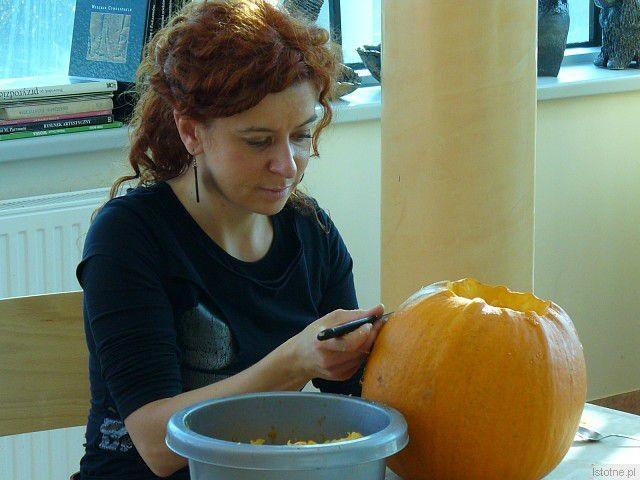 O wysoki poziom zajęć dbała Edyta Orlińska, rzeźbiarka-ceramik, instruktorka pracowni ceramiczno-rzeźbiarskiej w BOK-MCC