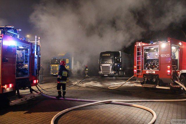 Na miejscu było pięć jednostek straży pożarnej z-index: 0