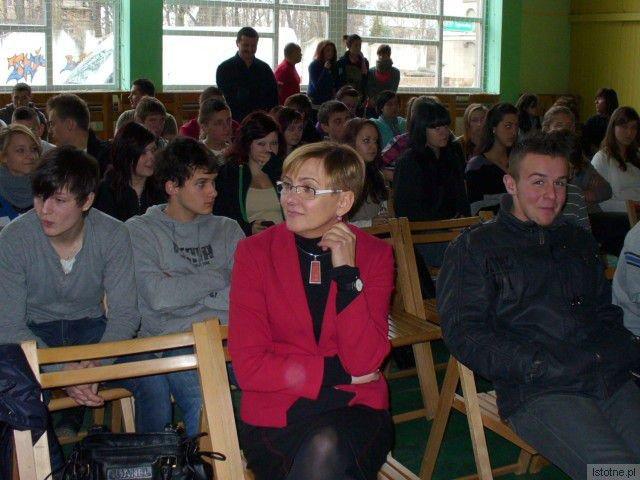"""Teresa Rudzińska przygotowała wykład posługując się fragmentami filmu """"Galerianki"""""""