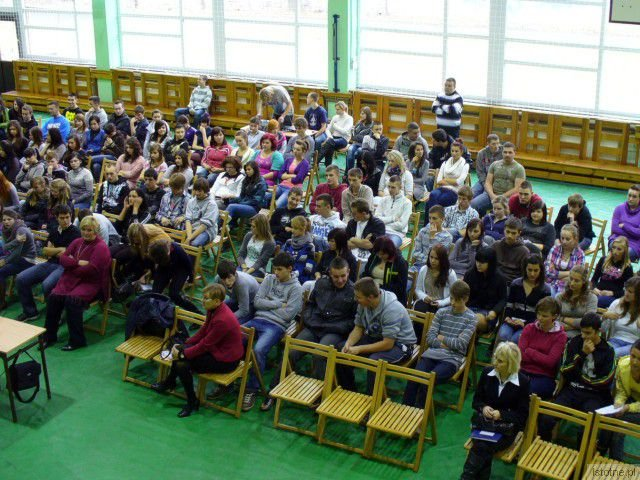 Młodzież zainteresowała się tematem prostytucji nieletnich i licznie przybyła na wykład