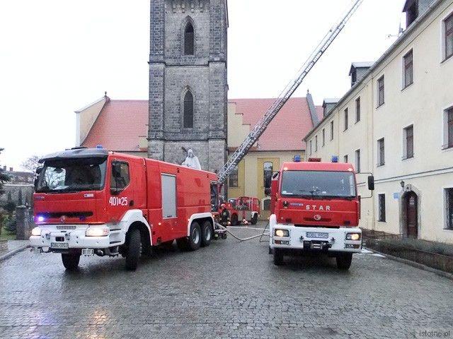 Na miejscu były dwa wozy strażackie i drabina