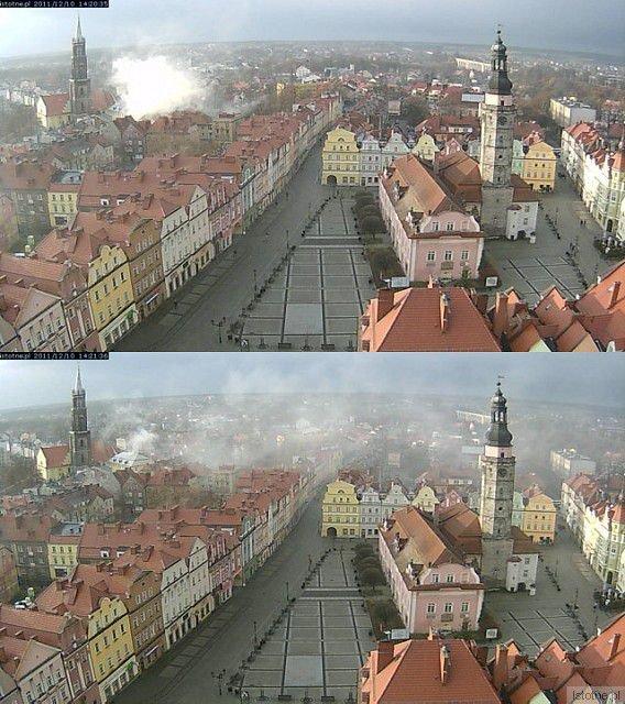 Zdjęcia z naszej kamery z godz. 14:20 i 14:21. Widać na nich dym z domu parafialnego przy placu Zamkowym.