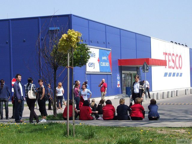 Ewakuowano pracowników i klientów pobliskich marketów
